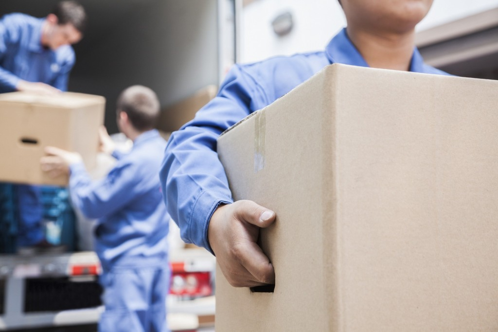 Verhuisbedrijf Wassenaar verhuizers met verhuisdozen
